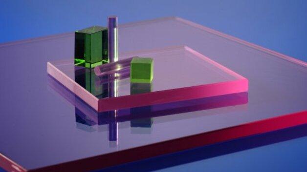 Laser Entfernungsmesser Durch Glas : Lasertechnik in der dermatologie spezialglas für augenschonende
