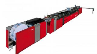 Die Kuvertiermaschine »K3500« von Kern schafft bis zu 24.000 Kuvertierungen pro Stunde.