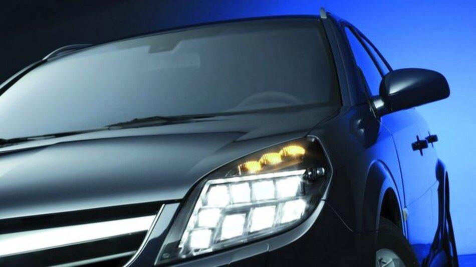 Bild 1. Leistungsstarke LED-Scheinwerfer werden im Kfz zunehmend für Abblendlicht und Fernlicht eingesetzt; hier ein Voll-LED-Scheinwerfer-Prototyp von Hella.