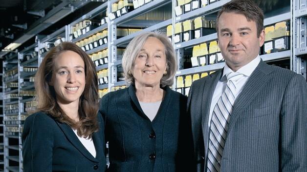 Bei Pilz wird Familienunternehmenskultur nicht nur gepredigt, sondern auch gelebt: Die Geschäftsführung mit Renate Pilz (Mitte) und ihren Kindern Susanne Kunschert und Thomas Pilz.