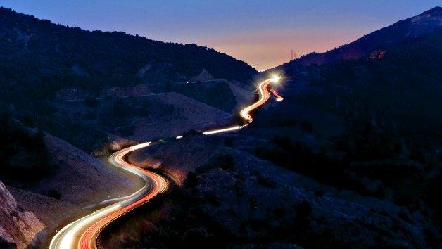 Autofahren bei Nacht: Mehr Sicherheit durch neue Technologien.