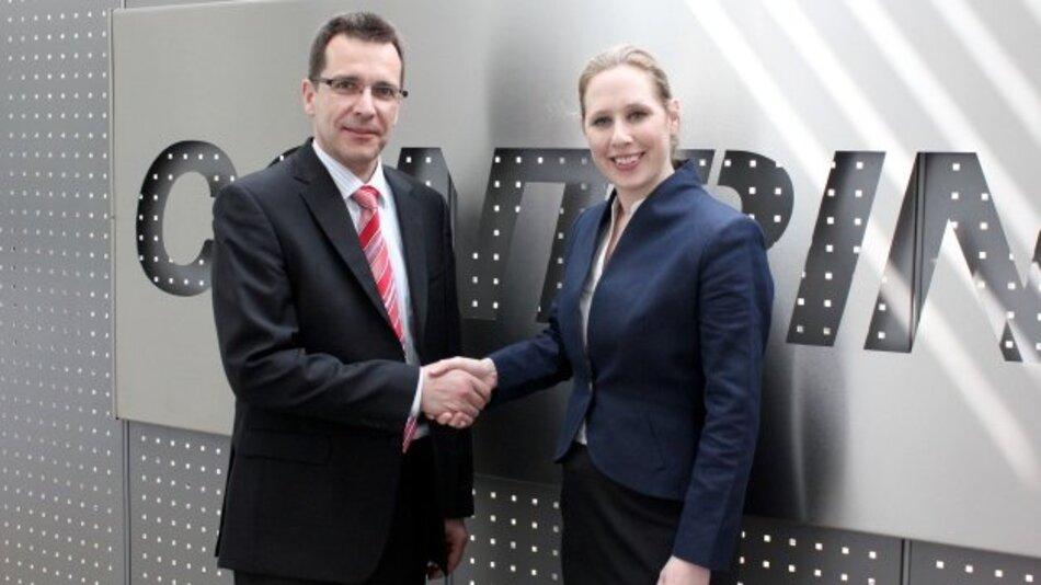 Annette Heimlicher (CEO) empfängt Klaus Böhmer (SEO) bei der Firma Contrinex