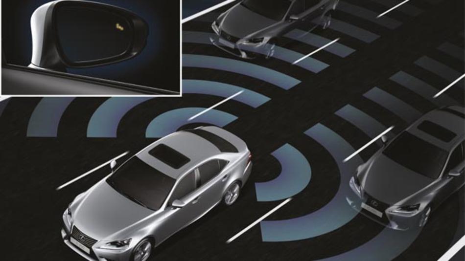 Fahrerassistenzsysteme, wie das Pre-Collision-System, erhöhen die Sicherheit von Fahrer und Insassen im Lexus IS.