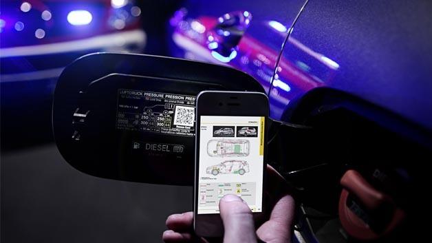 Mit dem QR-Code von Mercedes Benz sollen Unfallopfer in Zukunft schneller gerettet werden können.