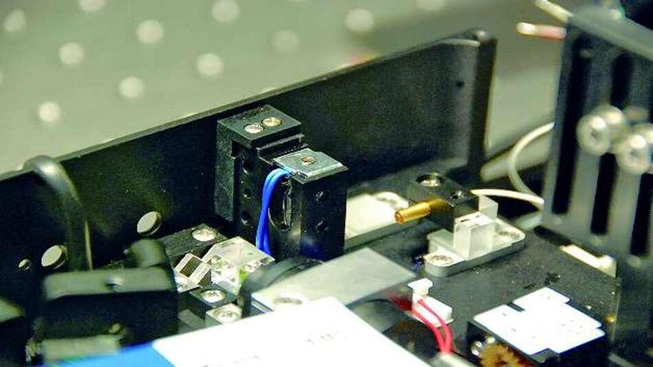Bild 1: Kompakt und zuverlässig: Die Shutterlösung zur Unterbrechung eines Laserstrahls ist hier in einer Applikation eingebaut