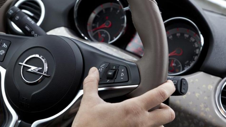 """Opel Infotainment-System """"Intelli-Link"""" verfügt über Siri-Unterstützung."""