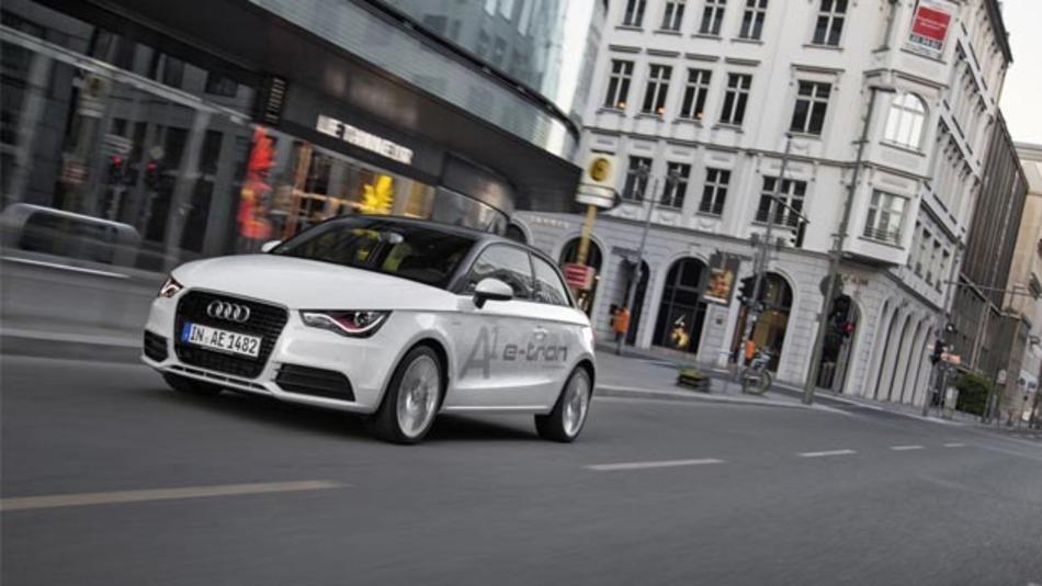 Test über simTD hinaus: 35 Exemplare des Audi A1 e-tron sind via UMTS mit einem relevanten Verkehrsleitreichner verbunden.