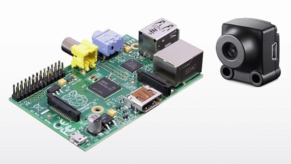 Ein passendes Gespann: Der Einplatinen-Computer »Raspberry Pi« und die industrietaugliche Minikamera »uEye XS«