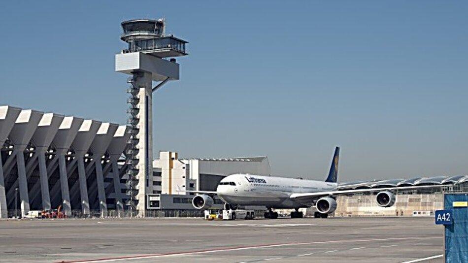 Die Mitarbeiter der DFS koordinieren täglich bis zu 10.000 Flugbewegungen im deutschen Luftraum