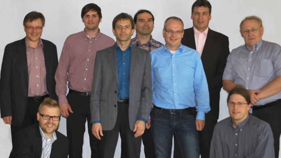 Initiatoren des IntelliBat-Projektes (v.l.n.r.): Prof. Dr. Norbert Graß (ELSYS), Projektkoordinator Benjamin Hösel (BMZ), Fritz Ferner (ELSYS), Dirk Oestreich (BMZ), Richard Glatthaar (Neutron), Christoph Kistler (Kärcher), Jürgen Walz (Kärcher), Robin Reinhard (Neutron) und Manfred Stein (Neutron)