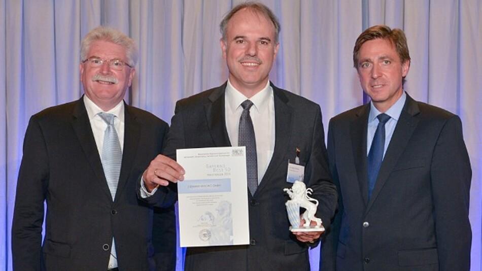 Bayerns Wirtschaftsminister Martin Zeil (links) und Prof. Thomas Edenhofer, Vorstandsmitglied der Wirtschaftsprüfungs- und Beratungsgesellschaft RölfsPartner (rechts), mit Stemmer-Imaging-Geschäftsführer Christof Zollitsch bei der Preisverleihung