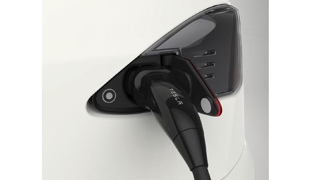 Mehrwert für europäische Tesla S Fahrer: Zum Fahrzeug gibt es ein Energiepaket von Electrodrive Europe.