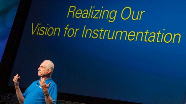 National-Instruments Gründer Dr. James Truchard zeigt sich auf der Entwicklerkonferenz NI Week überzeugt, dass die neue LabVIEW-Software-Version einen Durchbruch in Bezug auf Design-Sicherheit und -Beschleunigung bedeutet.