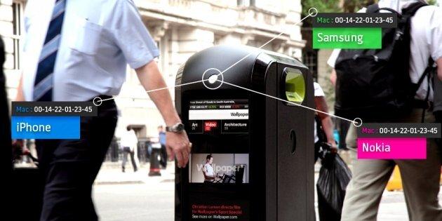 Eine neue Generation von Recycling-Tonnen erkennt durch die MAC-Adressen welche Geräte die Passanten mit sich führen.