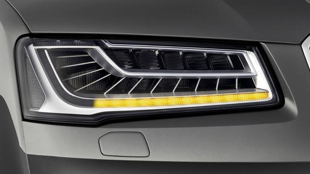 Im neuen Audi A8 baut sich das Blinklicht aus nacheinander aufleuchtenden Lichtelementen auf.