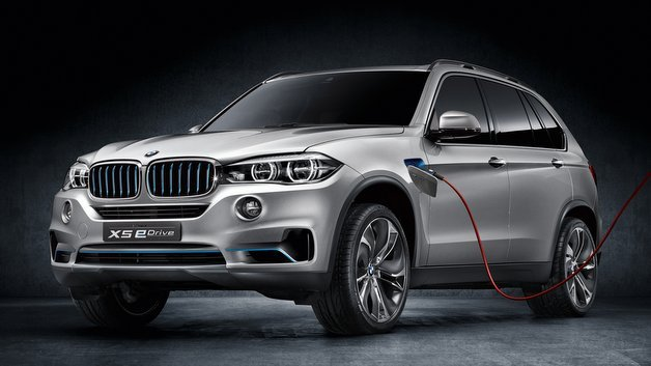 Der BMW Concept X5 eDrive lässt sich an normalen Haushaltssteckdosen aufladen.