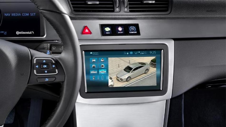 Continentals Infotainment-Plattform integriert erstmals mit der 360-Grad-Rundumsicht eine Fahrerassistenzfunktion.