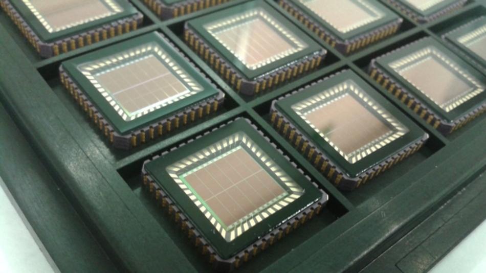 Die Solarzelle sitzt direkt auf dem Siliziumchip des Sensormoduls.