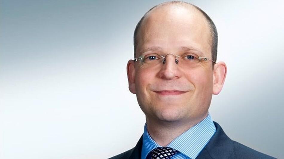 Die  Geschäftsführung der E T A Elektrotechnische Apparate GmbH  wird von einer Doppelspitze geführt, zu der u.a. Philip Poensgen (37) gehört.