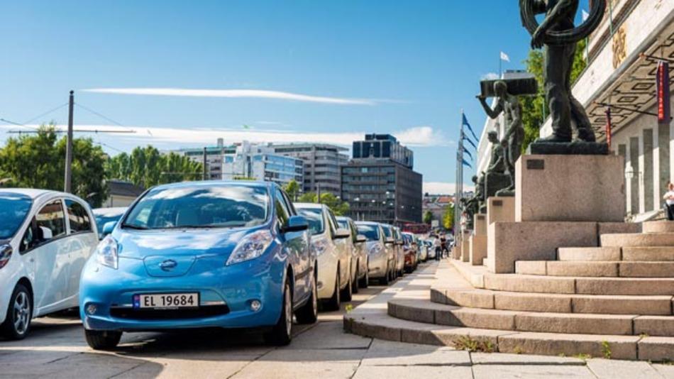 Nissan beteiligte sich am bisher weltweit größten Elektrofahrzeug-Konvoi.