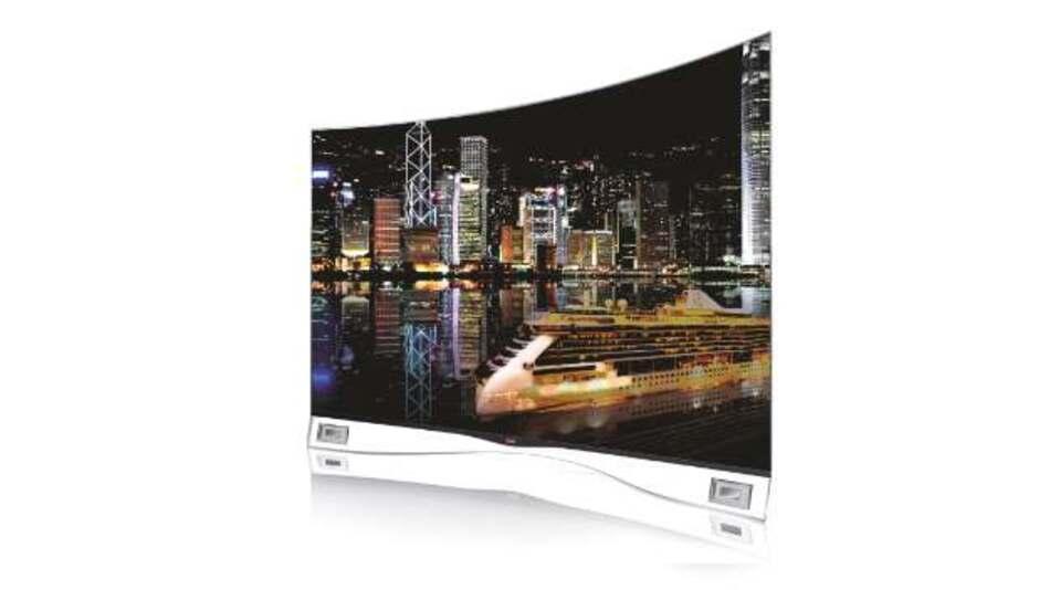 Durch die leichte Wölbung von LGs 55-Zoll-OLED-TV-Display 55EA9809 entsteht ein IMAX-Feeling, wie man es vom Kino kennt: Die Zuschauer sitzen immer im exakt gleichen Abstand zum Bild, überdies werden Verzerrungen an den Rändern gemindert.
