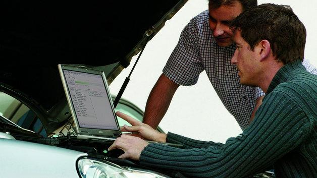 Einfaches Flashen von Steuergeräten direkt am Fahrzeug mit vFlash von Vector.