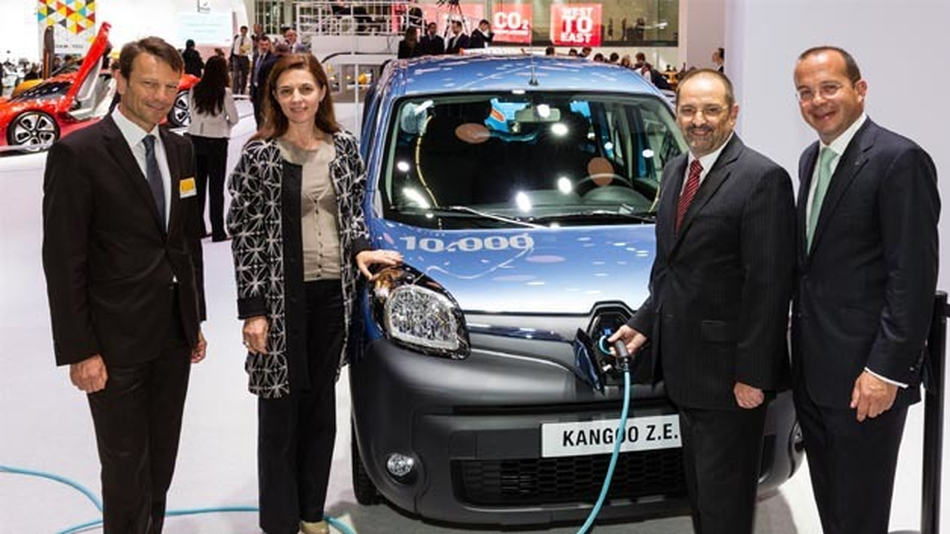 Uwe Hochgeschurtz, Flottendirektor Renault SAS, Béatrice Foucher, Manager of Renault's Electric Vehicle programme, Gerhard Dech, Deutsche Bahn und Achim Schaible, Vorstandsvorsitzender Renault Deutschland AG (von links nach rechts)
