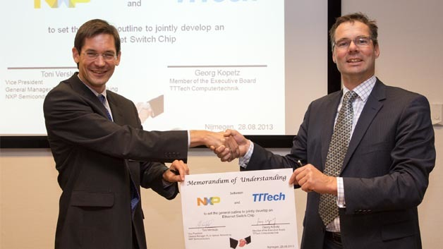 Toni Versluijs, VP und General Manager, In-Vehicle Networking Product Line und Georg Kopetz, Mitglied des Vorstands bei TTTech sind sich einig, zukünftig gemeinsam Ethernet-Switch-Lösungen zu entwickeln.