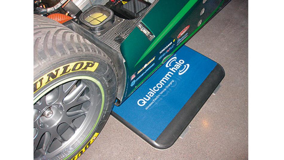 Induktives Laden funktioniert auch, wenn das Fahrzeug nicht exakt oberhalb der Bodenplatte mit der Primärspule abgestellt wird.