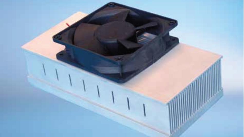 Brazed-Lüfterkühlungen erreichen fast die gleiche Kühlleistung wie Flüssigkeitskühlkörper
