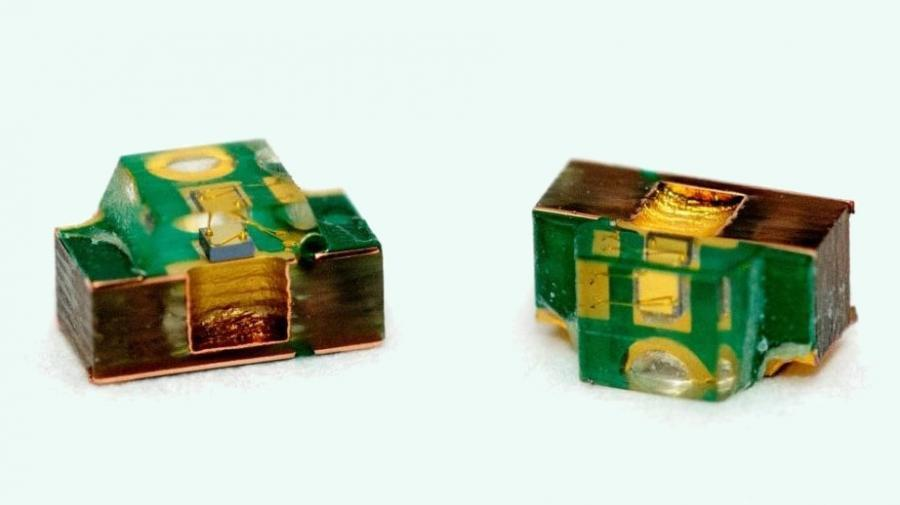 Die 950-nm-Laser-Diode ist auf einen FR4-Substrat als sogenannter Ledless Laminate Carrier aufgebaut.