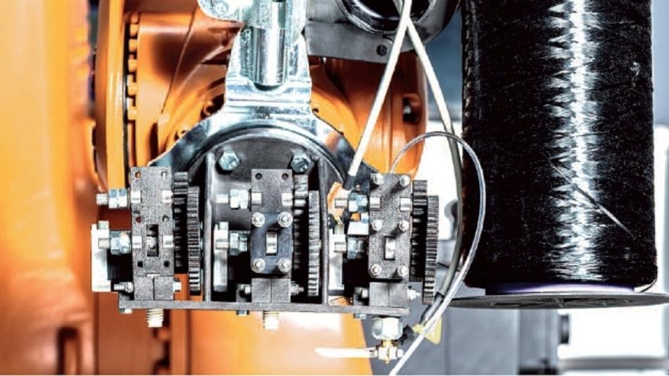 Der 3D Fibre Printer des Fraunhofer IPA ermöglicht generative Fertigung thermoplastischer Kunststoffteile mit integrierter Endlos-Karbonfaser