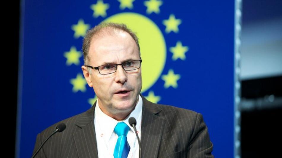 Dr. Pierre Verlinden