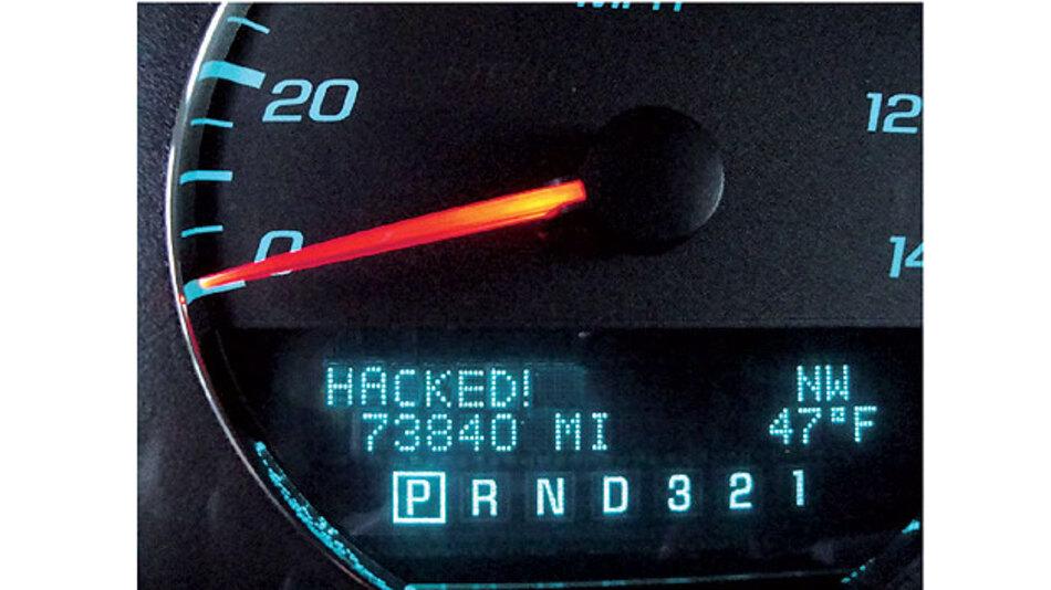 Bild 1. Mit zunehmender Vernetzung des Fahrzeugs ist dessen IT verstärkt Hacker-Angriffen ausgesetzt.