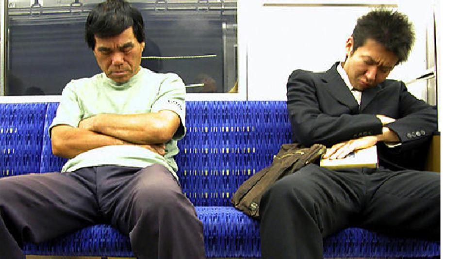 Der chronische Schlafentzug japanischer Angestellte wird bei der morgendlichen Fahrt zumindest teilweise kompensiert.