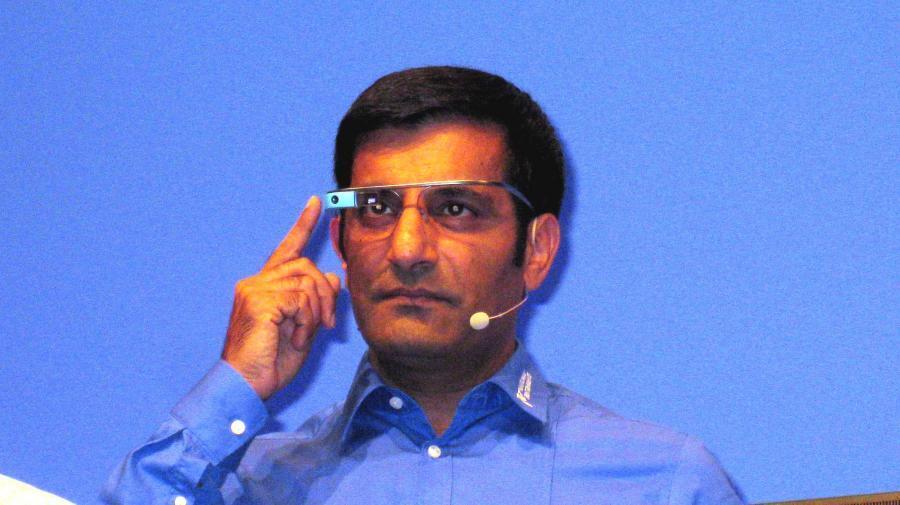 Der Technical and Marketing Director Europe von National Instruments, Rahman Jamal, zeigte am Beispiel von Google Glass die Überschneidungen von virtueller und realer Welt.