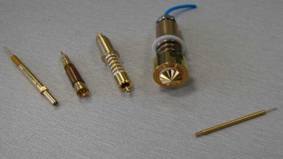 Feinmetall komplettiert mit dem F805 seine Palette an Koaxialstiften. Diese reicht ab sofort von robusten Varianten für Hochstromanwendungen, über gängige Stifte im 5 mm Raster, bis hin zur neuen Ausführung, die sogar im 2,2 mm Raster eingesetzt werden kann.