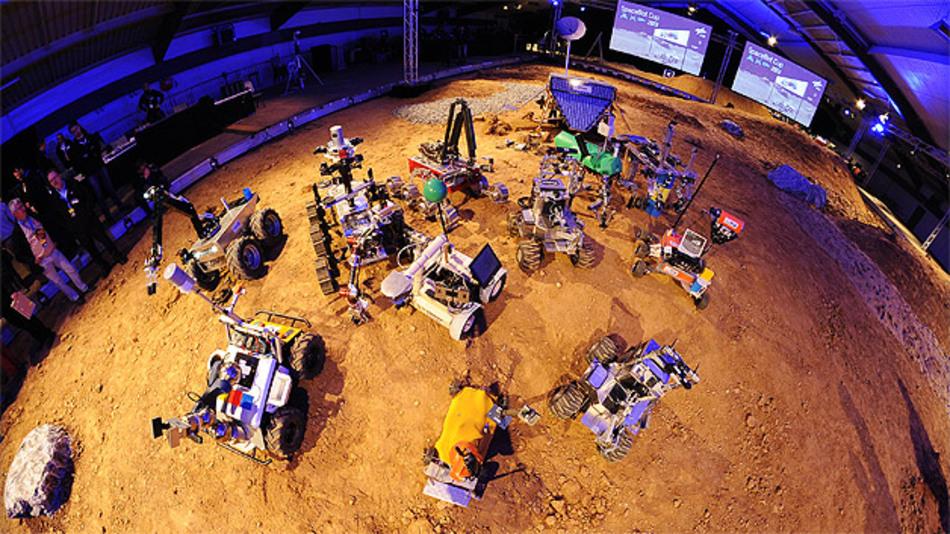 Alle Roboter des SpaceBotCup aus der Vogelperspektive: Zwar gab es keine Gewinner, doch die Jury war vom Einfallsreichtum der Entwicklerteams beeindruckt.