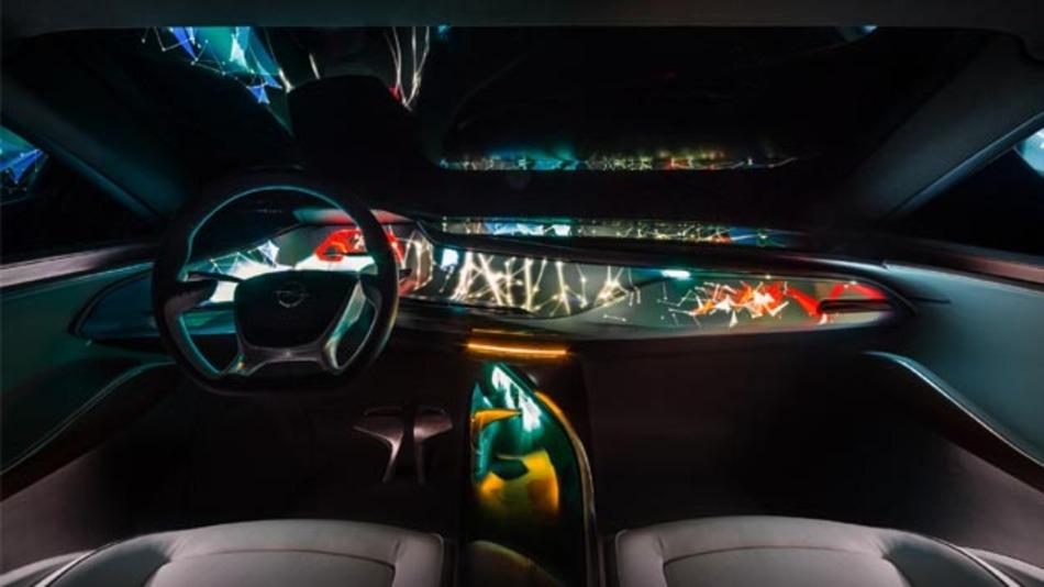 Die Instrumenten- und Infotainment-Welt des Opel Monza Concept.