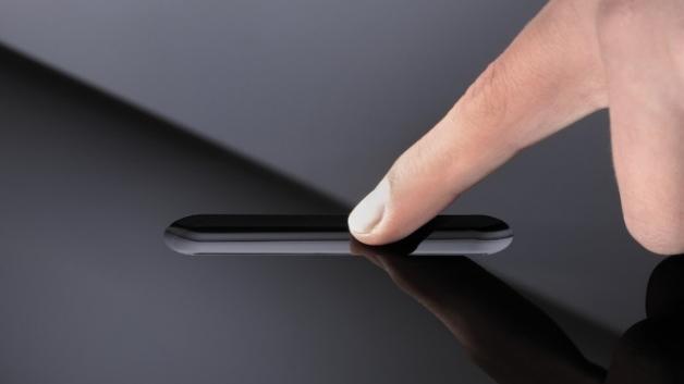 Vertiefungen im Glas geben bei »Smart Touch« eine Orientierung beim Bedienen von elektrischen Schaltern.