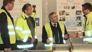Dr. J. Georg Bednorz bei einem Besuch im Nexans-Werk Hannover. V.l.n.r.: Frank Schmidt, Leiter der Gesamtaktivitäten für Supraleiterprodukte bei Nexans