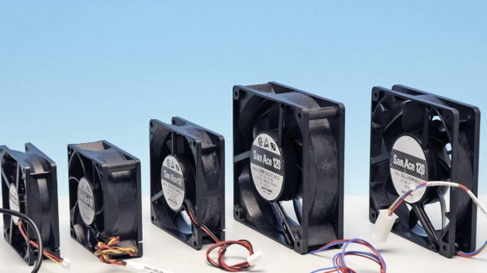 Bei einer schraubenlosen Lüftermontage kann im Vergleich zu einer kontinuierlichen Befestigung eine Geräuschreduzierung von bis zu 9 dB (A) erreicht werden.