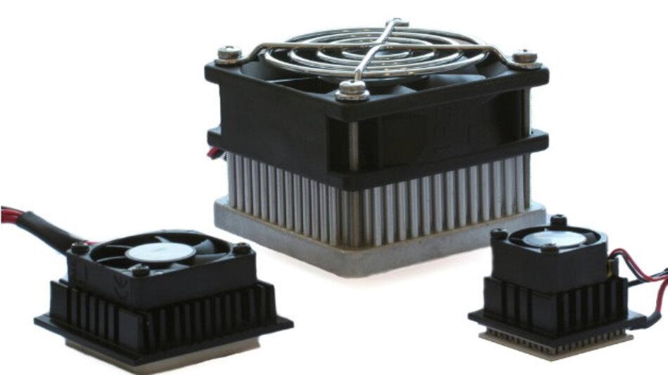 Für die aktive Chipkühlung bietet Uwe Electronic eine Serie von Miniatur Peltier-Kits an, mit aktiven Kühlflächen von 22x22mm, 30x30mm sowie 40x40mm.