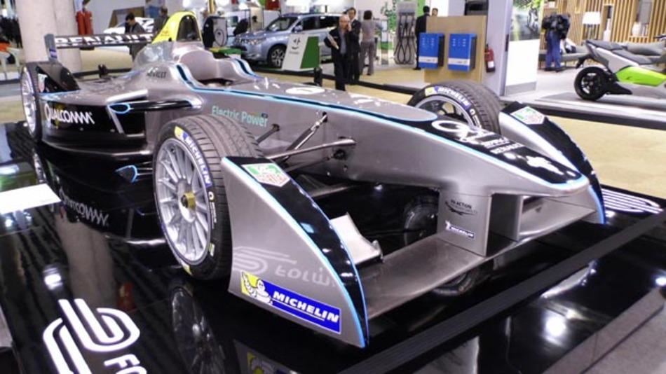 Startschuss für den elektrischen Motorsport: Mit dem SRT_01E steht nun ein Rennwagen für die Formul E bereit.