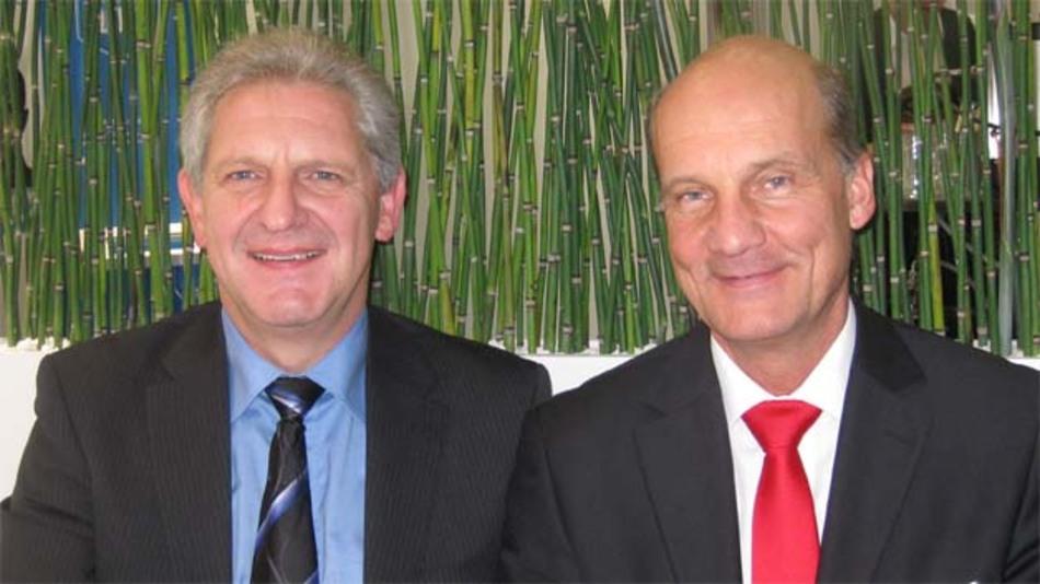 """Hans-Jürgen Bochtler (Agilent Technologies, links im Bild) und Hans Steiner (dataTec GmbH): """"Die ATP-Kooperation hat sich bewährt, nicht zuletzt weil es der Anwender zu würdigen weiß, dass ihm dadurch ein Mehrwert geboten wird."""""""