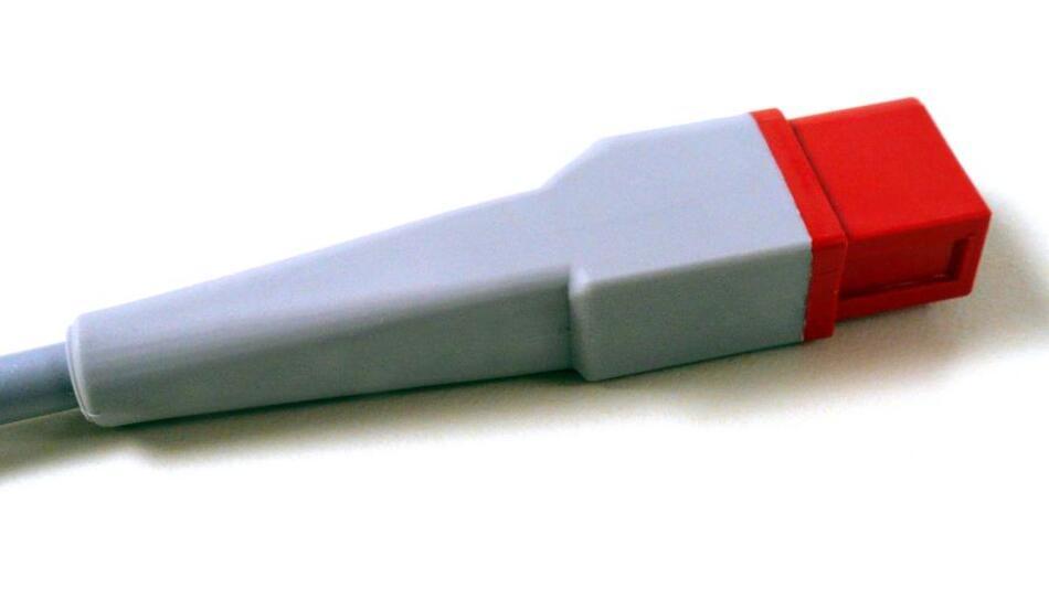 Eine Zugentlastung mit glatter Oberfläche ist üblicherweise weniger flexibel als eine segmentierte Zugentlastung, aber einfacher zu reinigen.