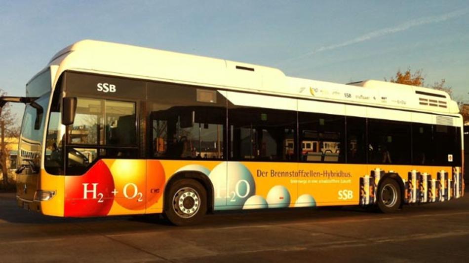 Praxistauglich oder nicht? 3 CitaroFuel CELL-Hybrid-Busse treten im Rahmen des Clean Energy Partnership in Stuttgart den Test an.