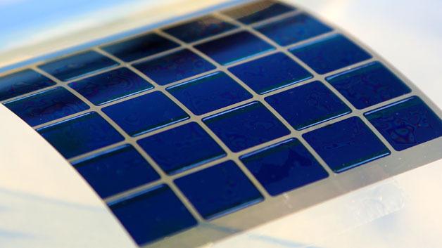 Ein Vorteil organischer Solarzellen ist, dass sie auf flexible Substrate aufgebracht werden können.
