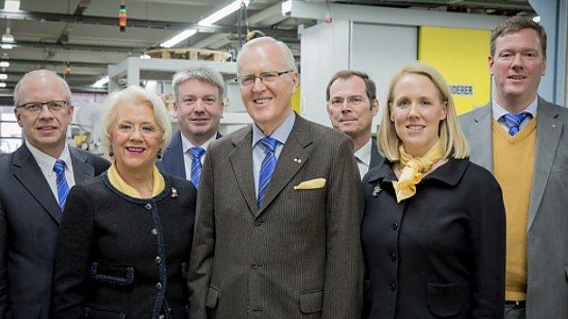 Der Vorstand der Harting-Technologiegruppe (vlnr): Dr. Michael Pütz, Margrit Harting, Torsten Ratzmann, Dietmar Harting, Dr. Frank Brode, Maresa Harting-Hertz sowie Philip F. W. Harting.