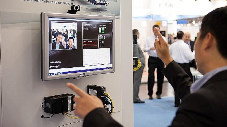 Das Gesichtserkennungs-Verfahren »Okao« von Omron wird künftig auch in der Bediengeräteserie NA des Unternehmens zum Einsatz kommen.